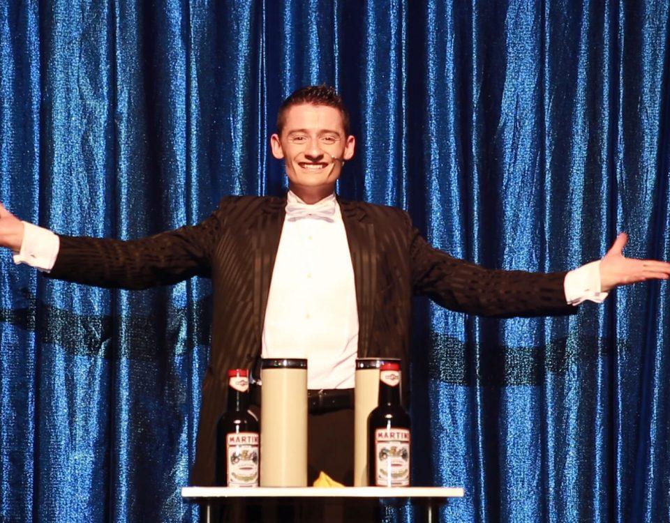 Flaschen - Meisterzauberer & Großillusionist Felix Jenzowsky